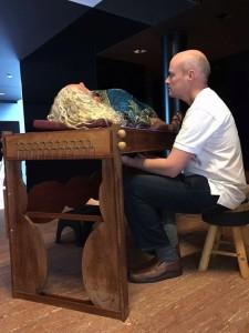 klank ontspanning op klanktafel bij Leon van Rijswijk