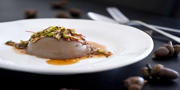 Dotorimuk, Koreaans recept van eikels met kruidige dressing