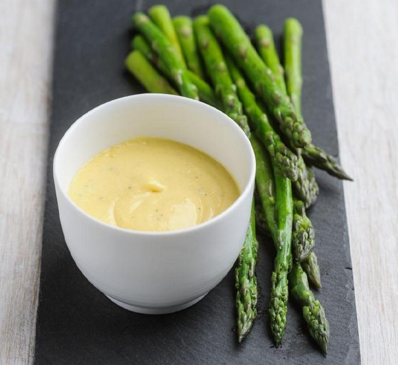 Wasabi-Hollandaise dip voor asperges
