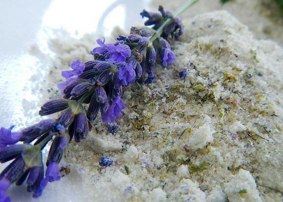 10 handige tips wat te doen met overgebleven kruiden, zout en suiker aromatiseren met kruiden