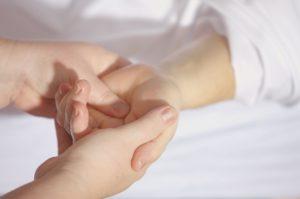 reflexologie van de vingers en vingerpressuur