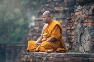 mantra's worden veelvuldig gereciteerd door Boeddhistische monniken, met name de Tibetaanse monniken