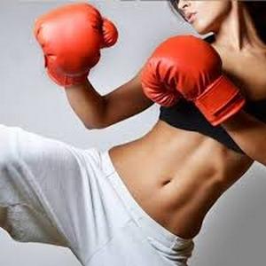 Kickboksen is een energieke sport met risico's voor rug, armen en handen